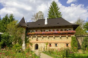 Moldovita Monastery - Haus im Innenhof des Klosters