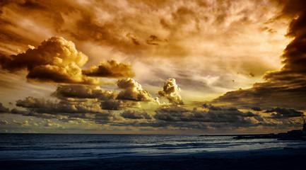 Wolkenlandschaft im Sonnenuntergang