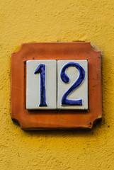 Targa numero civico, dodici, strada