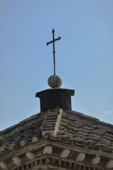 Croix sur le toît d'une église