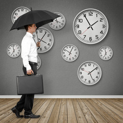 Mann mit Regenschirm / Zeit / Konzept