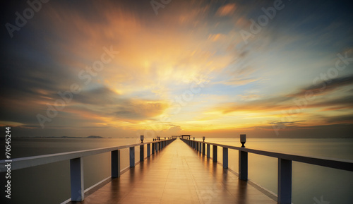 Foto op Aluminium Eiland Wooded bridge in the port between sunrise.