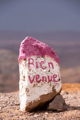 """Stone with word """"welcome"""" written in French"""