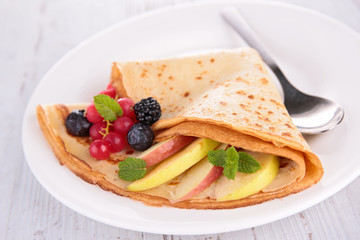 crepe with fruit