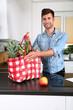 canvas print picture - Mann mit einer Einkaufstasche voller gesunder Lebensmittel
