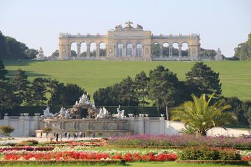 Wien - 020 - Schoenbrunn - Garten - Brunnen