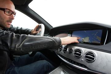 Navi in der Luxus Limousine