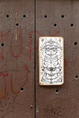 Graffiti in the door-Tolosa