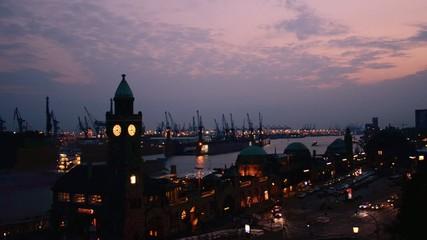 Hamburg an den Landungsbruecken in der abendstimmung