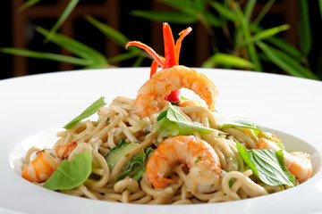 Thai style rice noodles with shrimps