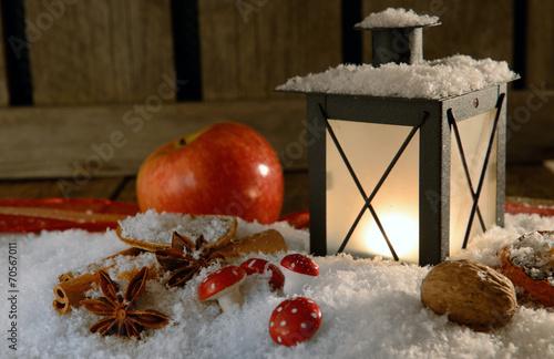 canvas print picture Laterne zu Weihnachten mit Apfel