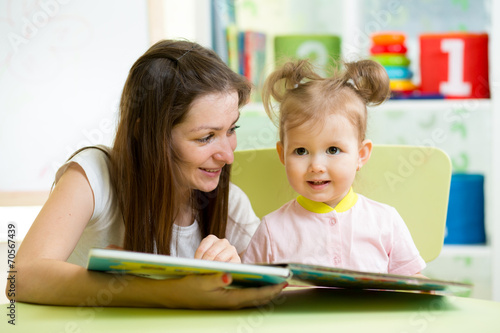 canvas print picture mom and kid read a book