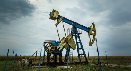 Oil and gas well in remote rural area, profiled on dr