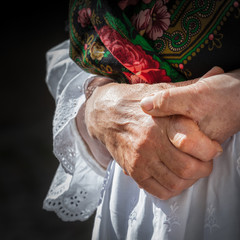 anziana - particolare mani