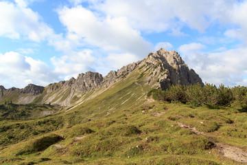 Lachenspitze mit Wanderweg