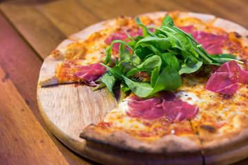 pizza parma ham and rocket