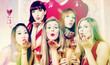 canvas print picture - Mädchen in Club bei Party oder Junggesellinnenabschied