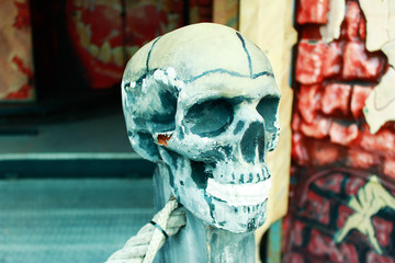 Totenkopf Nachbildung Fahrgeschäft