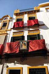 Balcones de Sevilla en Semana Santa, Andalucía, España