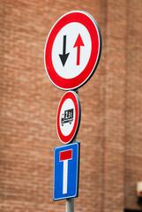 Segnale di dare la precedenza , simbolo