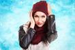 canvas print picture - junge Frau mit Wintermütze und Schnee