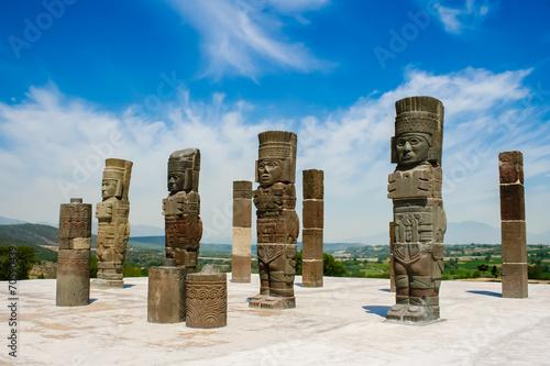 Tuinposter Standbeeld Toltec sculptures