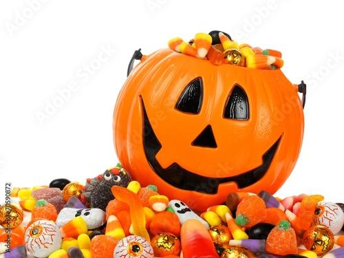 Fotobehang Snoepjes Halloween Jack o Lantern pail overflowing with candy