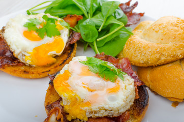 Eggs benedict with bacon and spinach