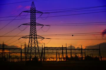 ligne électrique moyenne tension pylone