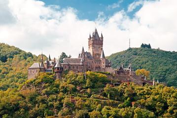 Die gotische Reichsburg Cochem thront über der Mosel