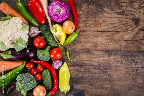Plexiglas Groenten vegetables on wooden table