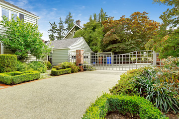 Luxury real estate in Tacoma, WA. House with driveway and large
