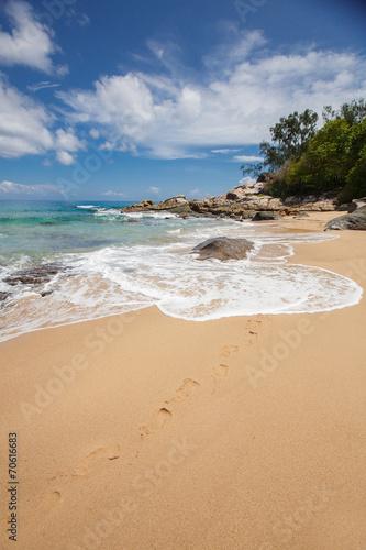 Leinwanddruck Bild Unspoiled tropical beach in Sri Lanka.