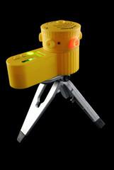 Желтый лазерный уровень для нанесения разметки
