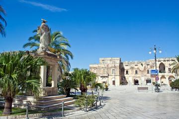 Cavallino (Lecce), piazza S. Castromediano