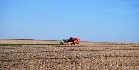 Tracteur et moissonneuse batteuse