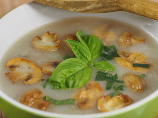 cream soup with champignon