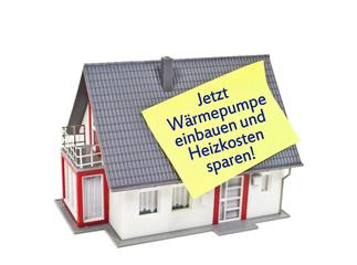 Haus mit Zettel und Wärmepumpe