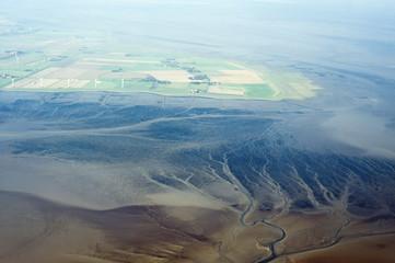 Luftbild vom Schleswig-Holsteinischen Wattenmeer bei Pellworm