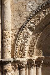 Détail du porche de l'église d'Aubeterre-sur-Dronne