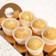 Muffins on a gold plate