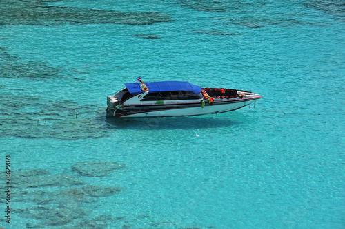 Leinwanddruck Bild Speed boat at Similan Island