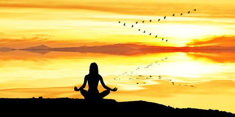relajandose mirando el horizonte