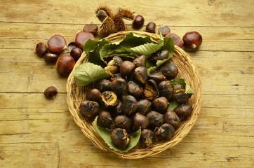 Castáin rósta Caldarroste Roasted chestnuts Gerösteten kastanien