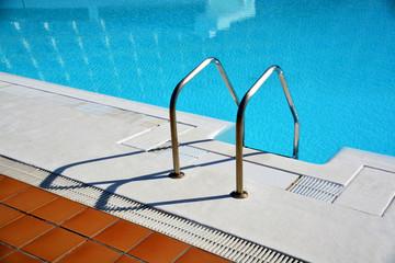 escalera metalica de piscina