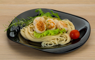 Pasta with grilled scallops
