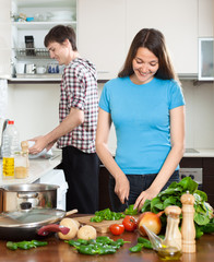 man and the woman make dinner for himself