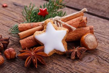Zimtstern, Zimtstangen, Sternanis - Dekoration Weihnachten