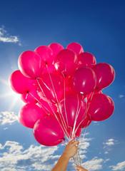 Hand Hände halten viele Luftballons - Holding Bunch of Balloons