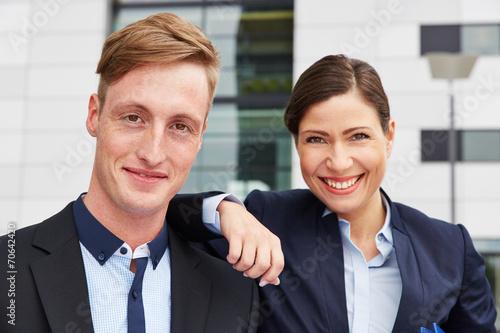 canvas print picture Portrait von zwei lächelnden Geschäftsleuten